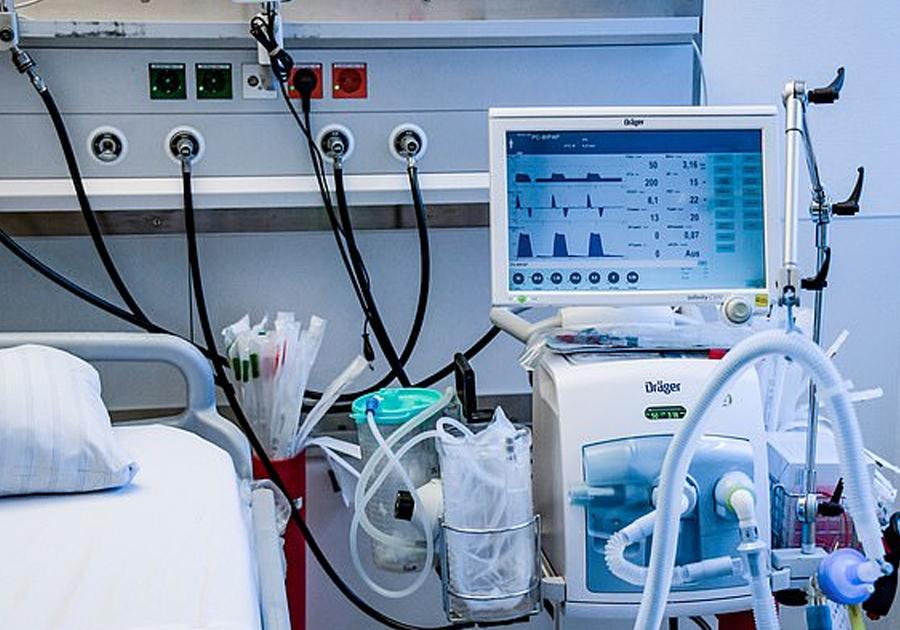 सेती प्रादेशिक अस्पताललाई भेन्टिलेटर र सुरक्षा सामग्री हस्तान्तरण