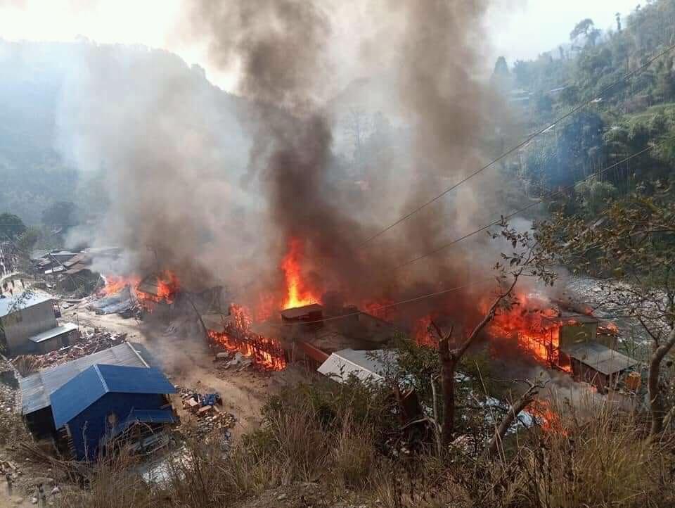 ताप्लेजुङको दोभान बजारमा भिषण आगलागि, ४७ घर जलेर नष्ट