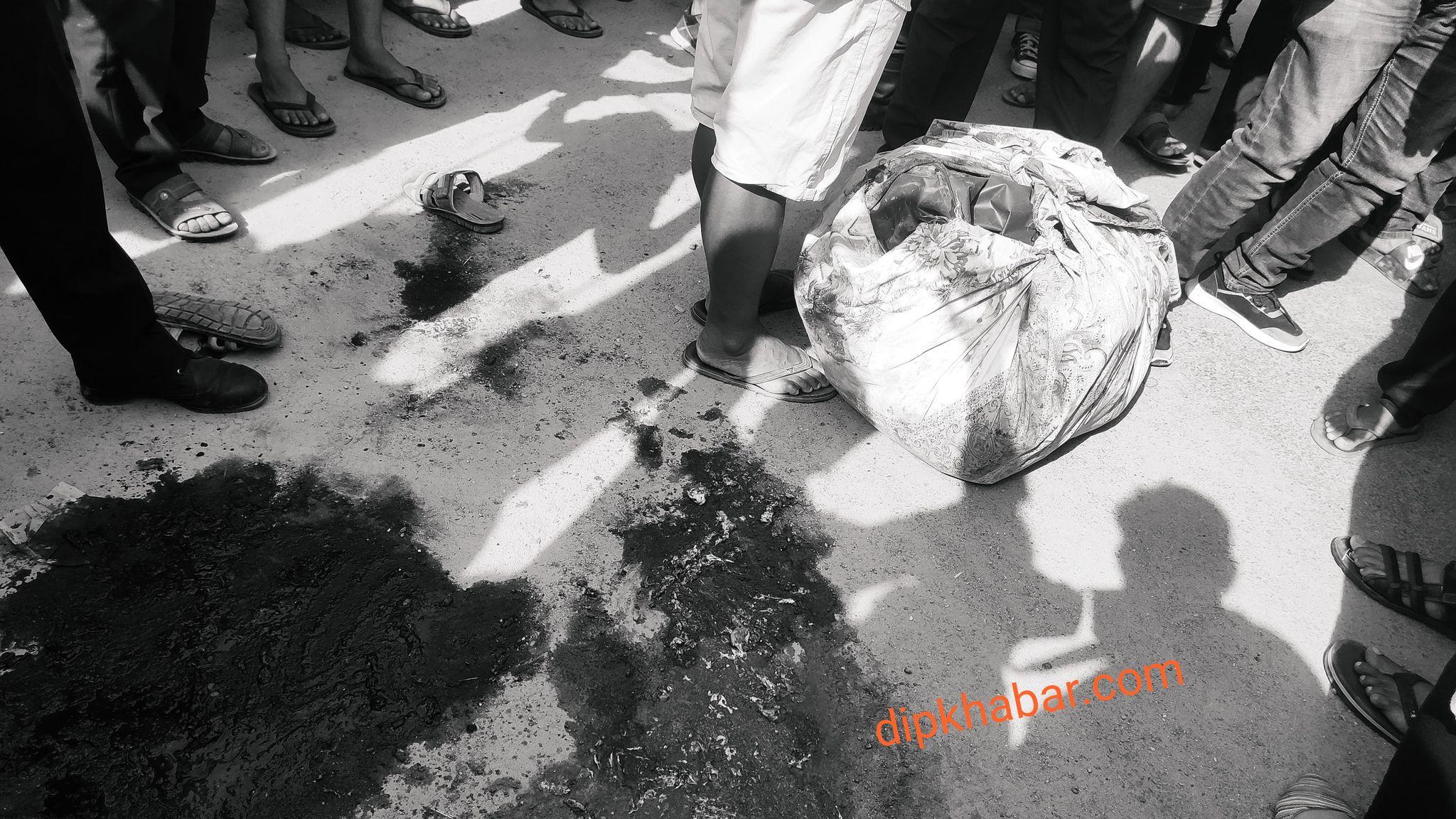 टिपरको ठक्करबाट इटहरीमा एक जनाको घटनास्थलमै मृत्यु, आफन्तले गरे सडक चक्काजाम