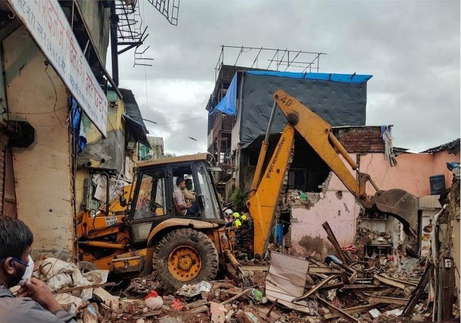 मुम्बईमा घर भत्किँदा ११ जनाको मृत्यु