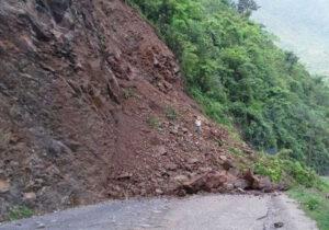 पहिरोले सिद्धार्थ राजमार्ग बिहानैदेखि अवरुद्ध
