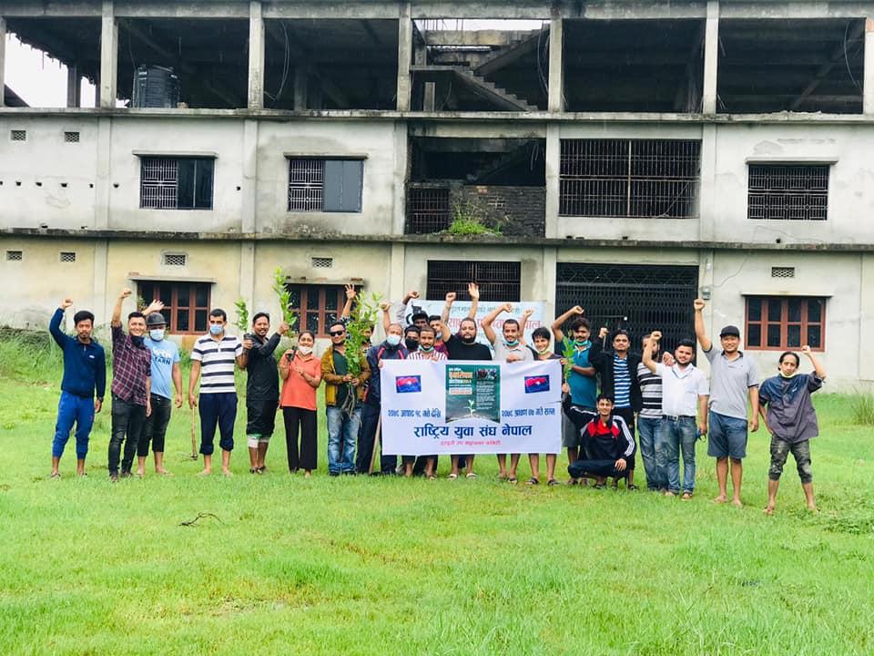 राष्ट्रिय युवा संघ सुनसरीको आयोजनामा वृहत वृक्षारोपण कार्यक्रम सुरु, जिल्लाभर १० हजार विरुवा रोपिने