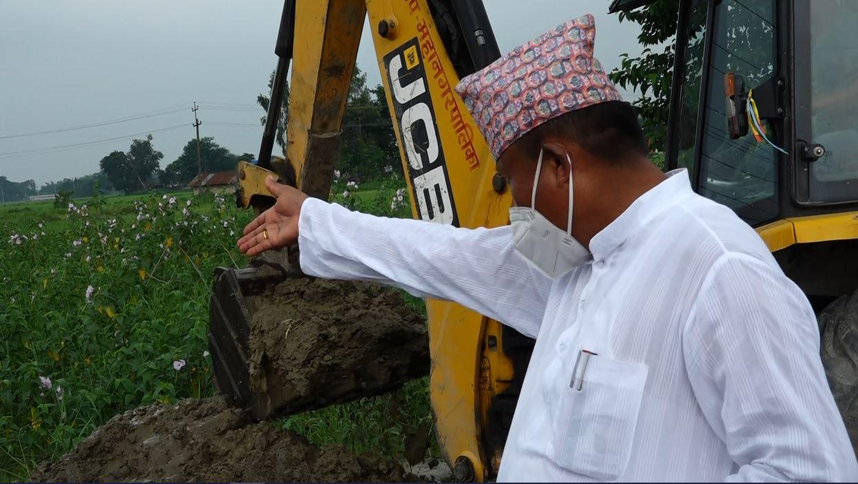 चर्चा कमाउनकै लागि मेयर चौधरीको डोजर आतङ्क, जमेको पानी कटाउन दमकलको प्रयोग