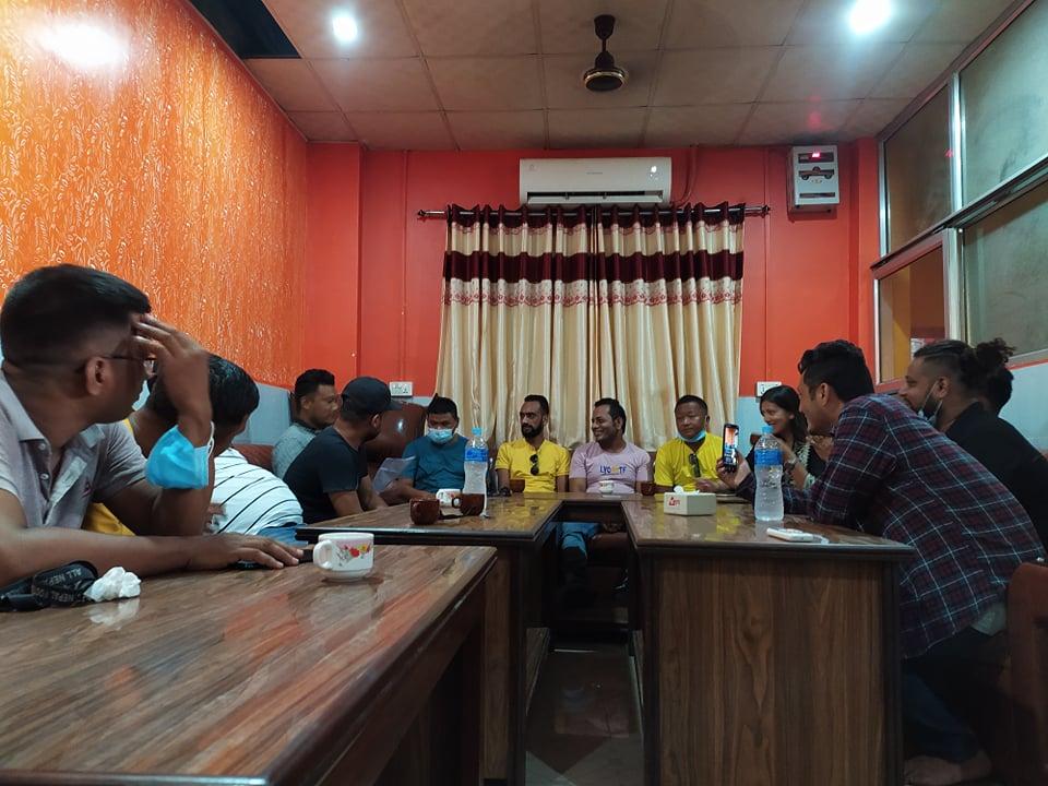 इटहरीमा माधव समुहका ५ जना युवा संघ केन्द्रिय सदस्य एमालेमा खुले
