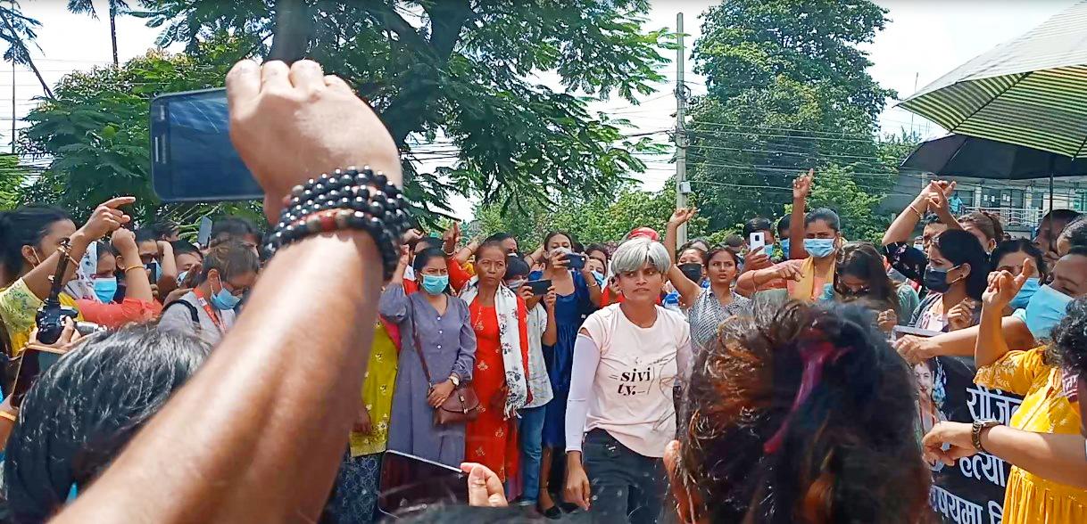 सलकपुरकी रोजिना गिरीको आत्महत्या नभई हत्या भएको भन्दै सडक प्रदर्शन