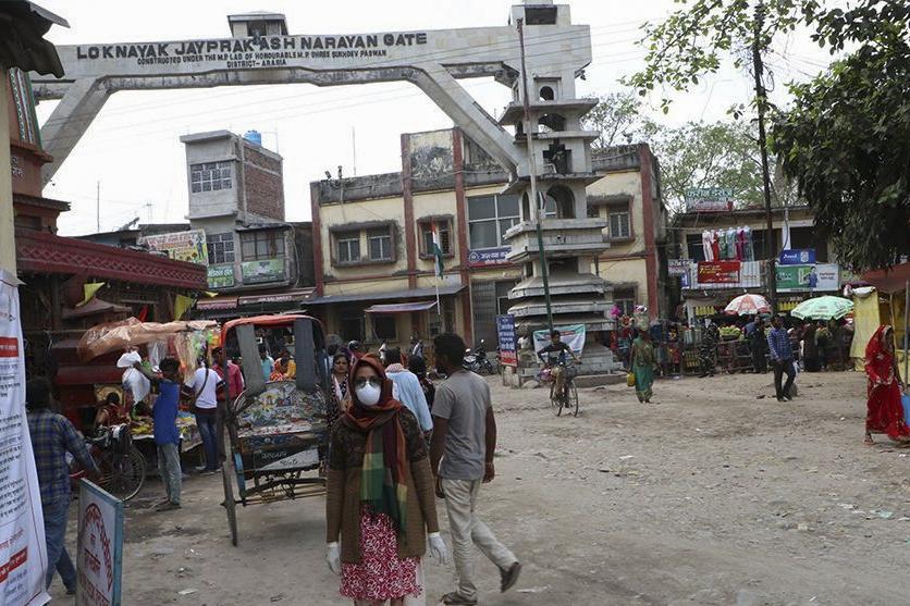 चाडपर्वको मुखमा भारतीय सिमानाका खुलेसगैं किनमेल गर्नेको लर्को, नेपालका व्यापारी निराश